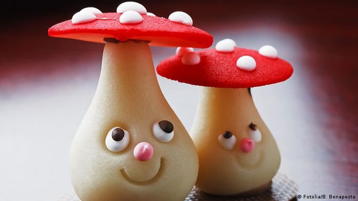 Mushrooms with cartoon faces (Fotolia/B. Bonaposta)