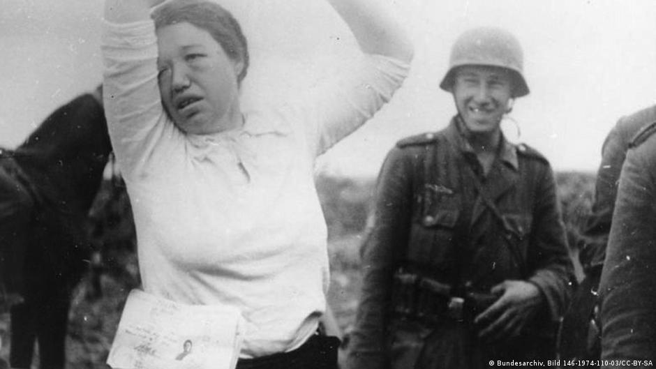 Сексуальне насильство у добу Другої світової: про що мовчали жінки | DW | 03.01.2014