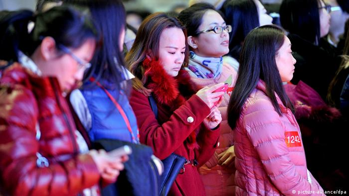 Online Dating in China (picture-alliance/dpa)