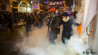 Demonstrators run away from tear gas during an anti-government protest in central Istanbul (photo: REUTERS/Cevahir Bugu)