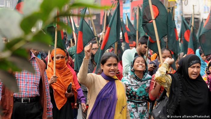 Bangladesch Polizei Khaleda Zia Residenz Dhaka Protest Rally Wahlen (picture alliance/Photoshot)