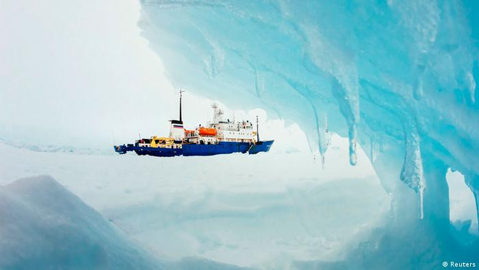The MV Akademik Shokalskiy is pictured stranded in ice in Antarctica (Photo: REUTERS/Andrew Peacock)