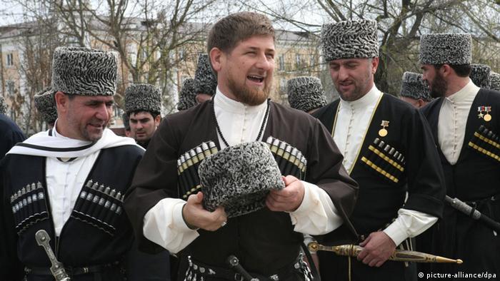 В центре фотографии - Рамзан Кадыров
