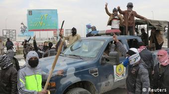 در عملیات برچیدن خیمههای تحصن کنندگان سنی در شهر رمادی ۱۴ تن کشته شدند