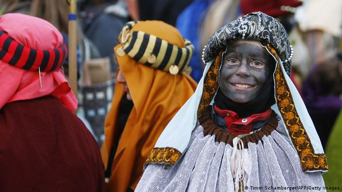 Sternsinger king with black-painted face. (Photo: Timm Scharnberger / AFP / Getty Images)