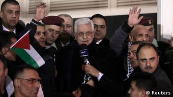 """""""Es un día feliz para todos nosotros"""", dijo el presidente palestino Mahmud Abbas desde su cuartel principal."""
