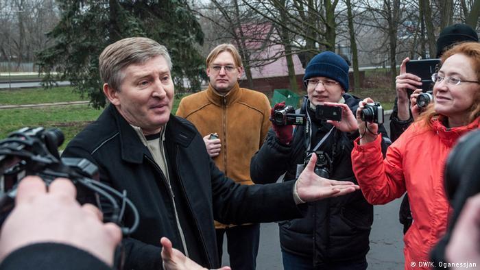 Рінат Ахметов з українськими активістами в грудні 2013 року