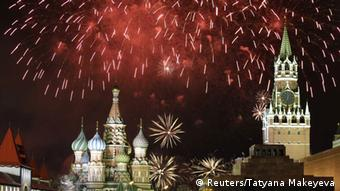 Fireworks explode in the sky during New Year celebrations in Moscow's Red Square January 1, 2014 -