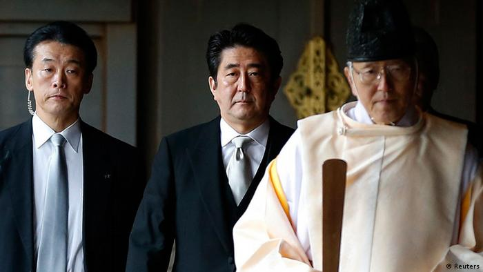 Yasukuni Schrein Japan / Yasukuni-Schrein Shinzo Abe