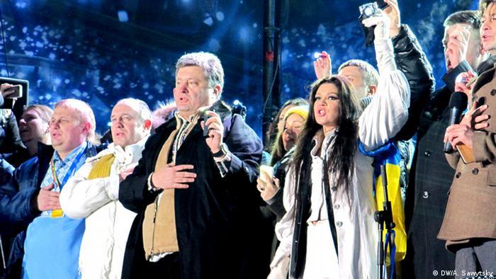 Щонайменше 200 тисячний хор майданівців на чолі з Русланою заспівали гімн України