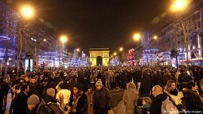 People congregating in front of the Arc de Triomphe