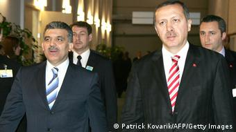 Ο τούρκος πρόεδρος (αριστ.) έχει αποφύγει μέχρι αυτήν την ώρα την ανοιχτή σύγκρουση με τον Ταγίπ Ερντογάν