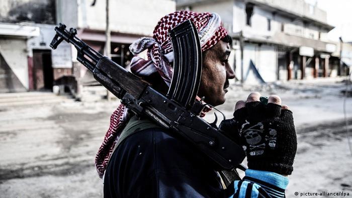 Ein Kämpfer der Freien Syrischen Armee in Aleppo (Foto: James Keogh/Wostok Press/Maxppp)