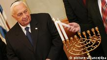 Israeli Prime Minister Ariel Sharon takes part in the lighting of the second Hanukkah candle at his Jerusalem offices Monday, 26 December 2005. Sharon is to return to hospital early next month to undergo a minor procedure in order to repair a tiny hole in his heart. EPA/YOAV LEMMER/POOL +++(c) dpa - Report+++