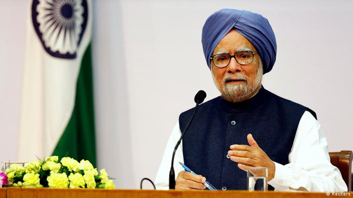 Indiens Premierminister Manmohan Singh am 3.1.2014 - India�s Prime Minister Manmohan Singh speaks during a news conference in New Delhi January 3, 2014. Singh will hand over the top job to a new leader after general elections due by May, he said on Friday. REUTERS/Harish Tyagi/Pool (INDIA - Tags: POLITICS)