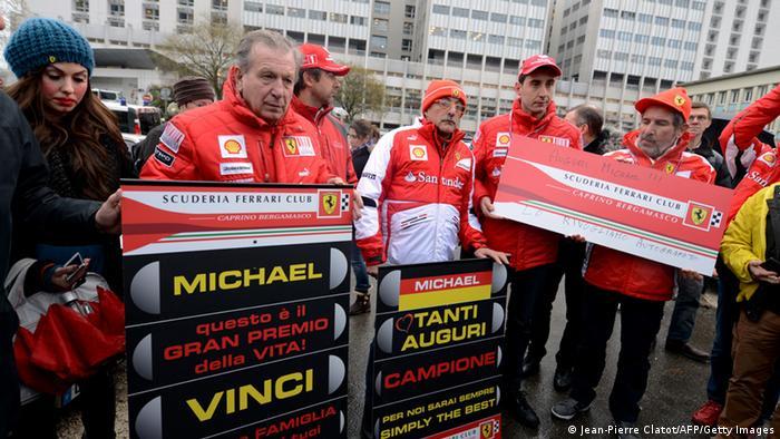 Фанати Міхаеля Шумахера зібралися біля клініки у Греноблі, аби підтримати свою зірку