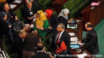 Tunesische Abgeordnete bei den Verfassungsberatungen (Foto: afp)