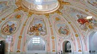 BdT: Restauratoren arbeiten im Innenraum der Dresdner Frauenkirche
