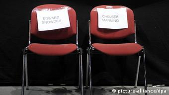 Prazne stolice Počasni gosti na kongresu: zviždači Snowden i Manning