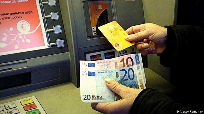 Lettland Euro Umstellung Bankautomat Bargeldautomat Bank Riga (Alexey Romanov)