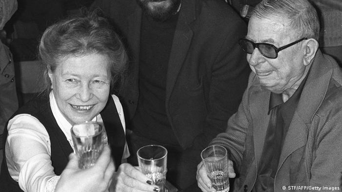 سیمون دوبوار و همراهش ژان پل سارتر