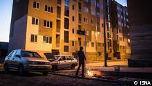 """Titel: Immobilienmarkt Bildbeschreibung: zwei entgegen gesetzte Situation auf Immobilienmarkt im Iran: Luxus Wohnungen im Nord Teheran mit 5000 Euro pro Quadratmeter und 2 Millionen """"Mehr"""" Wohnprojekt mit niedrige Qualität. Stichwörter: Iran, Bau, Wohnen, Mehr Wohnungen Quelle: ISNA Lizenz: Frei"""