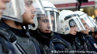 Ξεκίνησε η δίκη των αστυνομικών που φέρονται να ξυλοκόπησαν μέχρι θανάτου τον 19χρονο φοιτητή Αλί Ισμαήλ Κορκμάζ