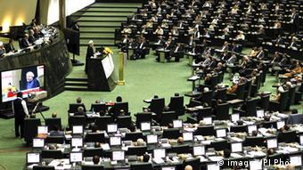 مجلس ظرف یک ماه سهبار به یک عضو کابینه روحانی اخطار داد