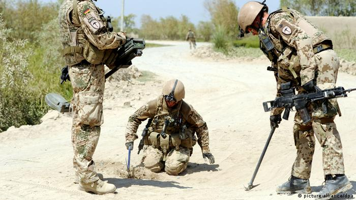 German troops look for explosives in Afghanistan in 2011 Photo: Maurizio Gambarini dpa