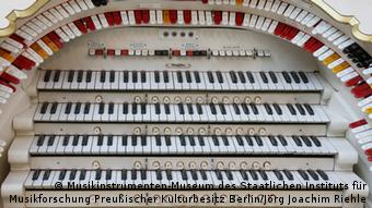 Keyboard of the Mighty Wurlitzer in Berlin (c) Berlin Musical Instrument Museum