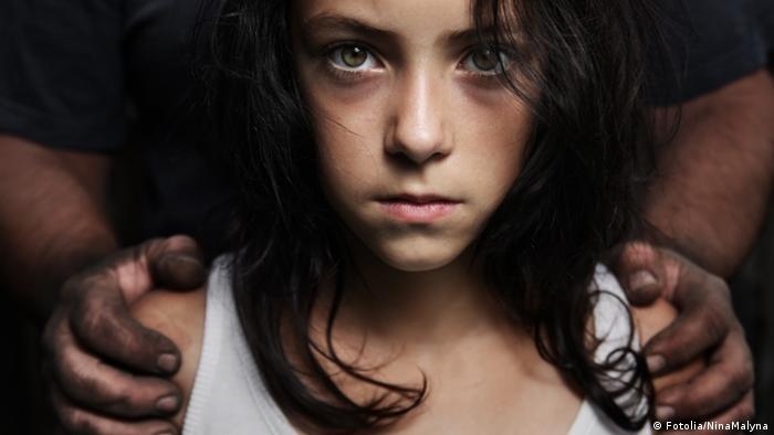 Symbolbild Sexueller Missbrauch von Kindern (Fotolia/NinaMalyna)