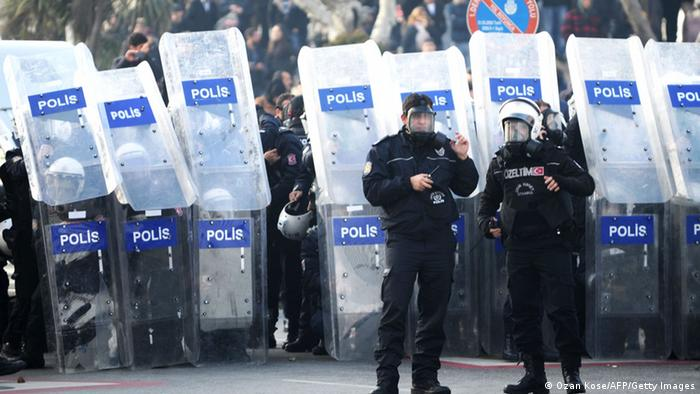 Полиция на площади Таксим в Стамбуле