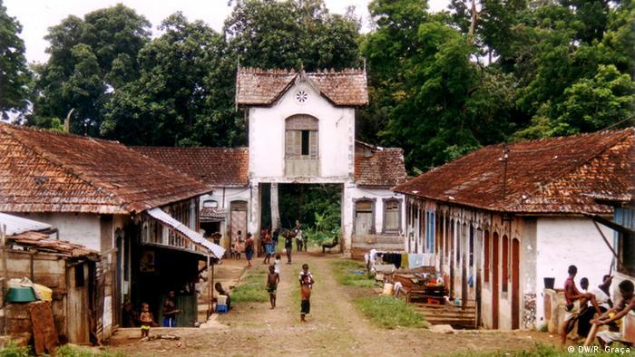 São Tomé e Príncipe - Haupteingang der Roça Uba Budo