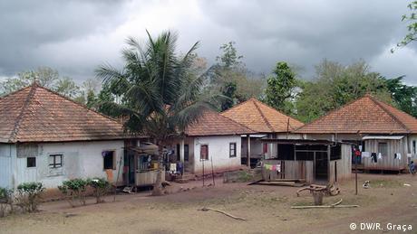 São Tomé e Príncipe - Arbeiterunterkünfte der Roça Vista Alegre