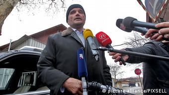 Anto Nobilo, Perkovic's lawyer, surrounded by microphones. (Photo: Boris Scitar/ Vecernji list/ PIXSELL)