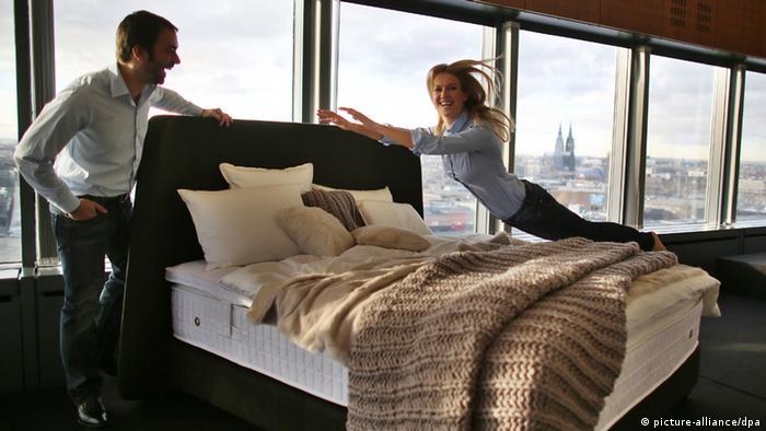 m belbranche hofft auf neuen schwung wirtschaft dw de. Black Bedroom Furniture Sets. Home Design Ideas