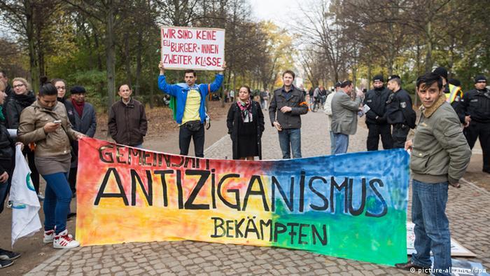 Antiziganismus Demonstration Banner Plakat Kundgebung Berlin