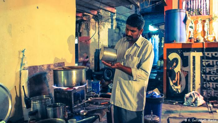 Chhotu, a chai maker in Mumbai