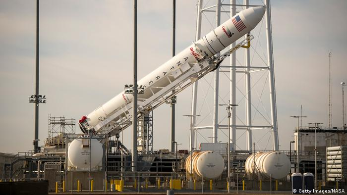 Підготовка ракети-носія Antares до старту (фото з архіву)