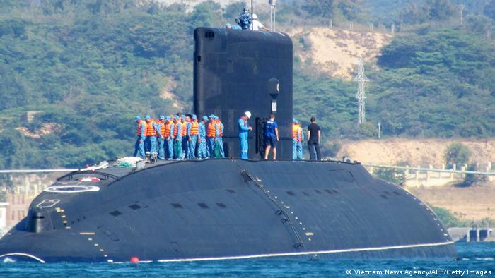 Vietnamese submarine at the port of Cam Ranh Bay 03.01.2014 (Vietnam News Agency/AFP/Getty Images)