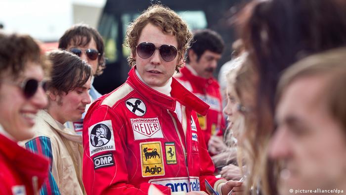 دوئل با جیمز هانت بریتانیایی موضوع فیلم سینمایی سرعت محصول ۲۰۱۳ است که دانیل برول در آن نقش لائودا را بازی می کند.