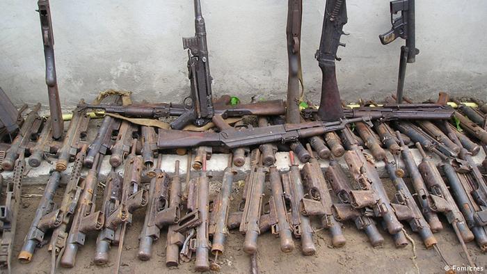 Foto ilustrativa (2012): Antigas armas de homens da RENAMO.