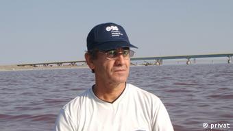 دکتر ناصر آق، استاد دانشگاه ارومیه و بنیانگذار پژوهشکده آرتمیا و آبزیان
