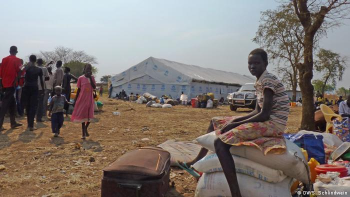 Refugees from South Sudan at the Ugandan border (Photo: DW/Schlindwein )