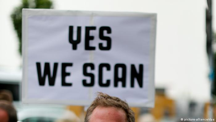 Yes we scan sign Photo: Kay Nietfeld/dpa