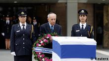 Israel's President Shimon Peres (C) prepares to lay a wreath on the flag draped coffin of former Israeli prime minister Ariel Sharon as he lies in state at the Knesset, Israel's parliament, in Jerusalem January 12, 2014. Sharon, the trailblazing warrior-statesman who stunned Arab foes with his dramatic turnarounds, died on Saturday aged 85, after eight years in a coma caused by a stroke. REUTERS/Ronen Zvulun (JERUSALEM - Tags: POLITICS OBITUARY TPX IMAGES OF THE DAY)CT)