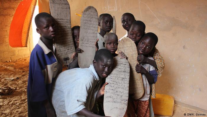 Children at a Senegalese Koranic school (DW/K. Gomes)