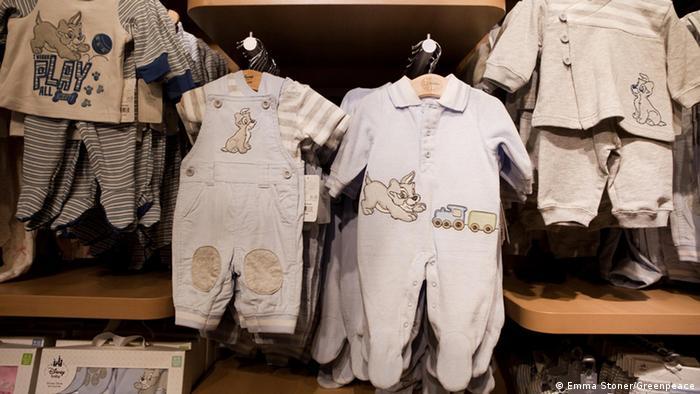 Chemikalien in Kinderkleidung (Emma Stoner/Greenpeace)