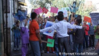 کودکان را میتوان با حقوق و حدود آشنا کرد؛ کودکان خانه کودک در جنوب تهران