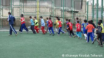 چند تن از کودکان زیر حمایت خانه کودک در جنوب تهران